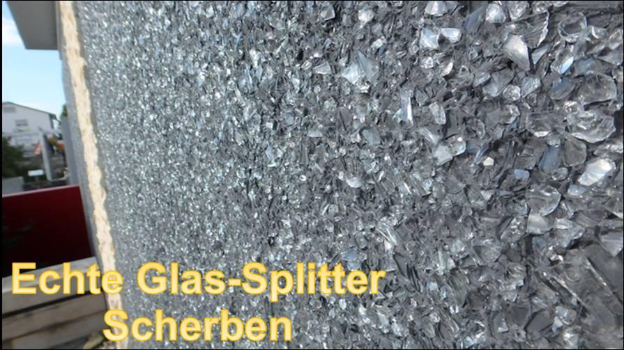 Die Reflexion Des Tageslichts Und Von Einzelnen Strahlen Wird Durch Echte  Glassplitter Und Kleine Glasscherben Im Putz Verursacht.