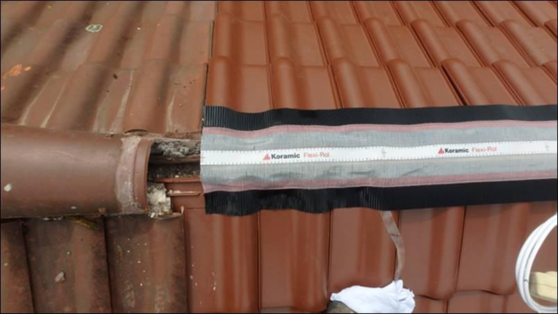 dachziegel reparieren dachziegel reparieren stock photo. Black Bedroom Furniture Sets. Home Design Ideas