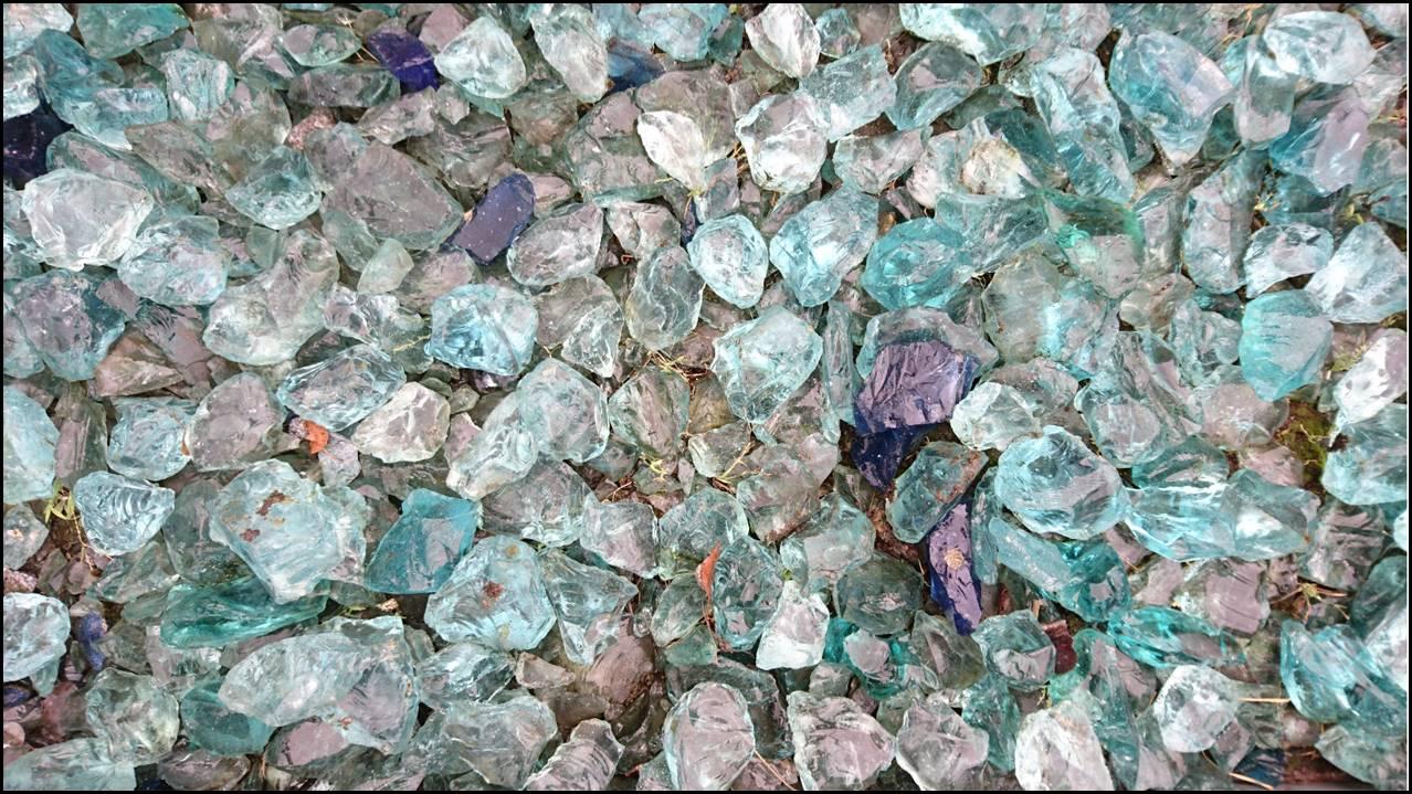 Birk Nürtingen nürtingen foto große blaue steine aus glas rue25 notizen